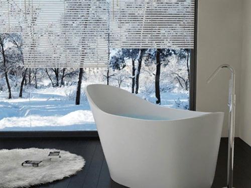 Стильная ванная в загородном доме