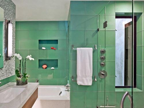 Зеленная ванная комната и туалет в едином стиле