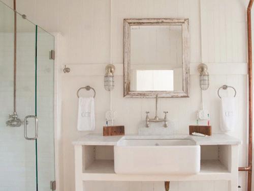 Фото готовой ванной комнаты со стеклянной душевой кабиной