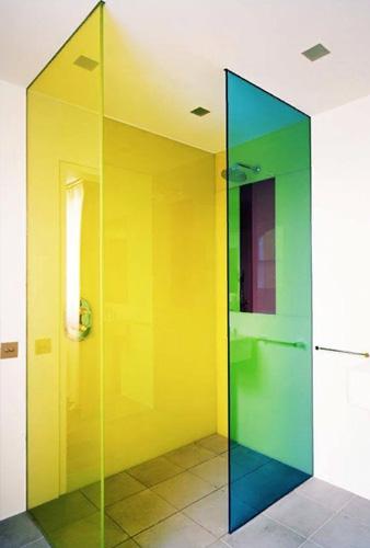 Цветный перегородки из стекла в квартиру