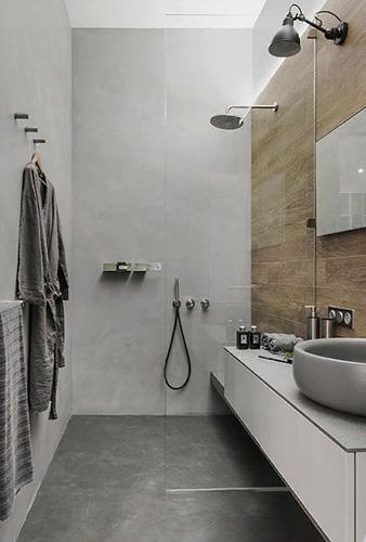 Стеклянная душевая перегородка в ванной комнате