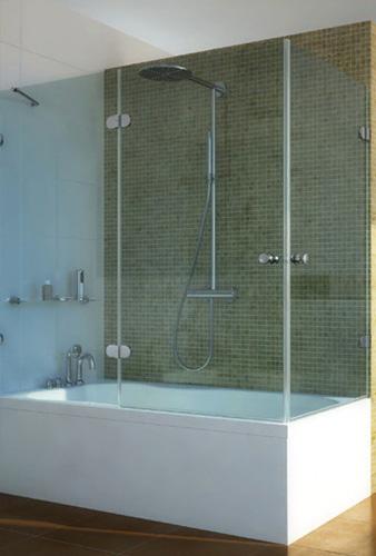 Стеклянный уголок на ванну