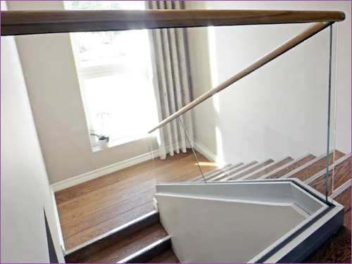 Стеклянные ограждения и перила в частный дом или коттедж