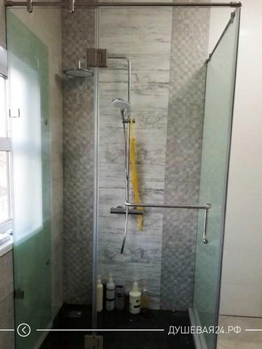 Душевая кабинка из стекла в ванную комнату