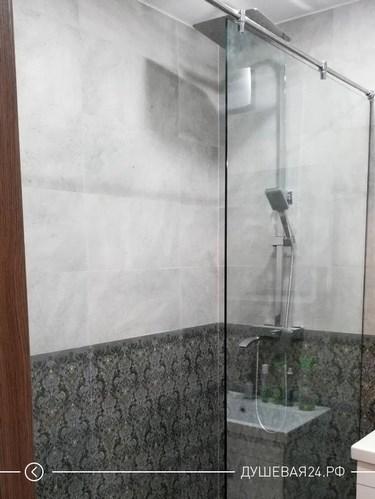 Душевая перегородка из стекла в квартире