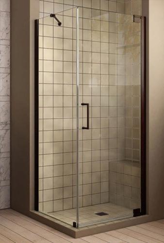 Дизайн ванной комнаты с установленным душевым уголком из закаленного стекла