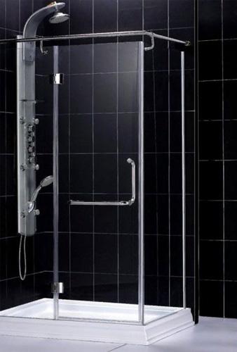 Дизайн ванной комнаты с установкой душа на стене и уголка из стекла