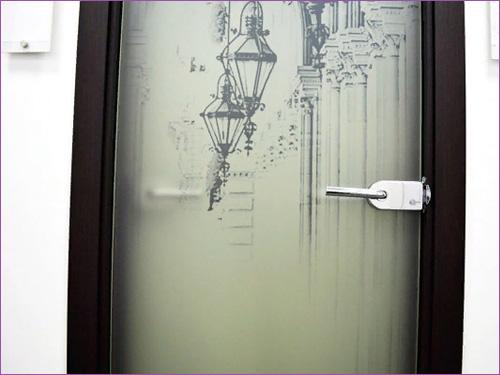 Межкомнатная дверь из стекла с рисунком